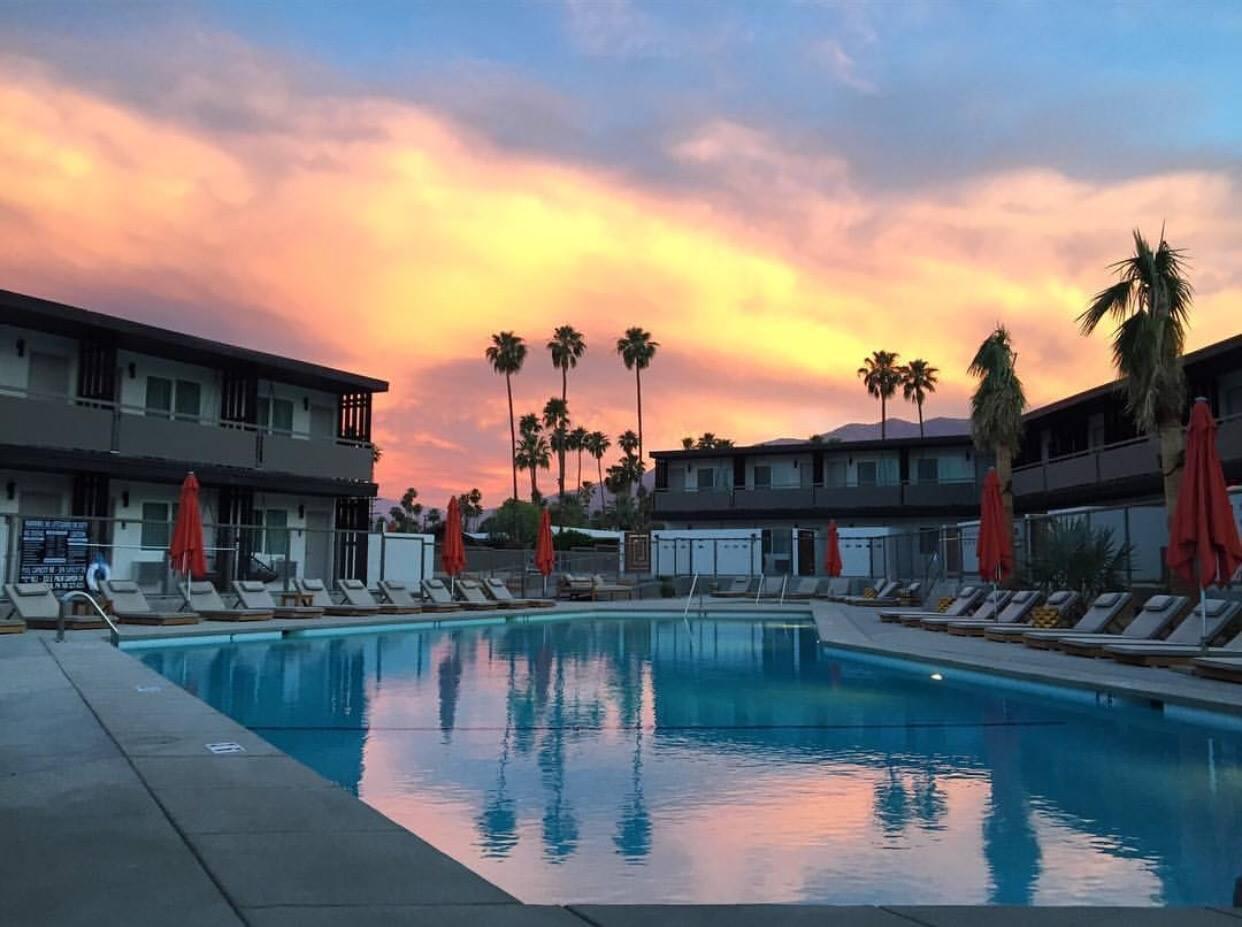 V Palm Springs