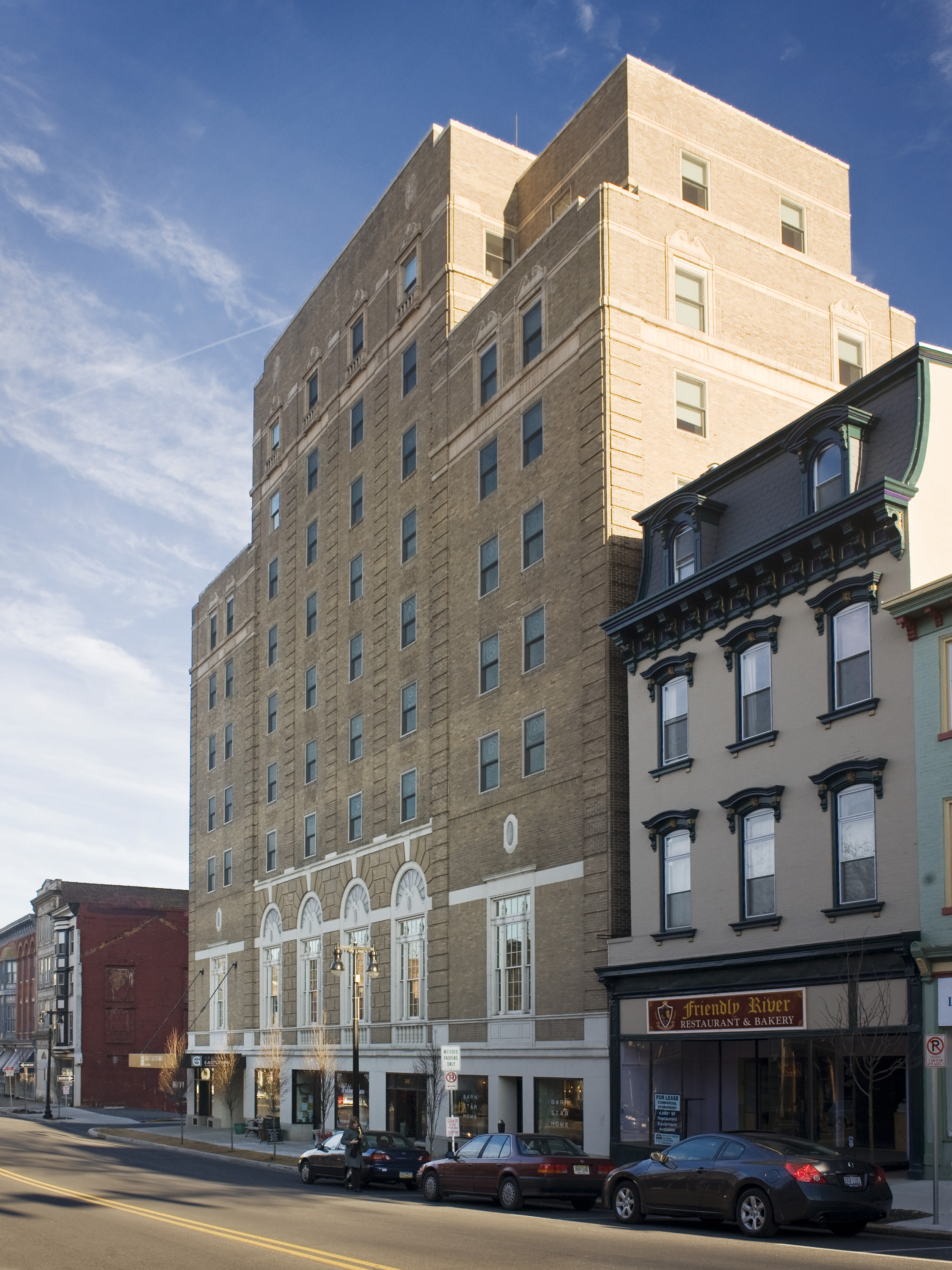 Grand Eastonian Hotel & Suites